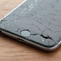 iphone-cracked-screen-1