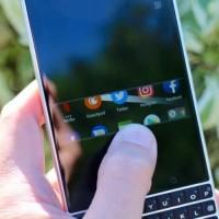 blackberry_privacy_shade_750x500
