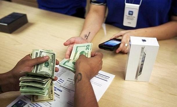 Apple следует снизить цены на iPhone