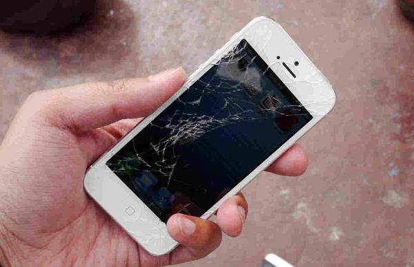 Заменить дисплей iPhone можно будет прямо в Apple Store