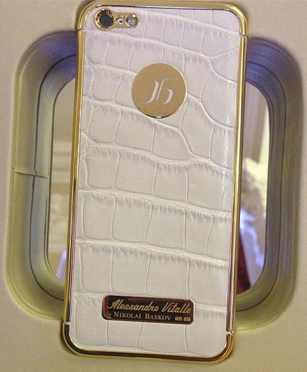 Басков похвастался эксклюзивным iPhone в коже аллигатора