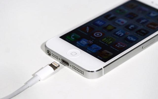 Apple меняет поддельные зарядки на оригинальные