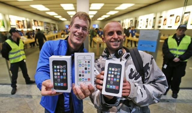 90% покупателей iPhone 5s и iPhone 5c уже владеют iPhone предыдущих поколений