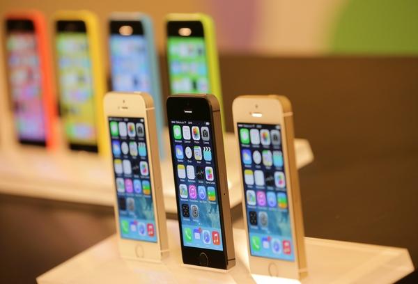 Продажи iPhone 5s и iPhone 5c в России стартуют 25 октября