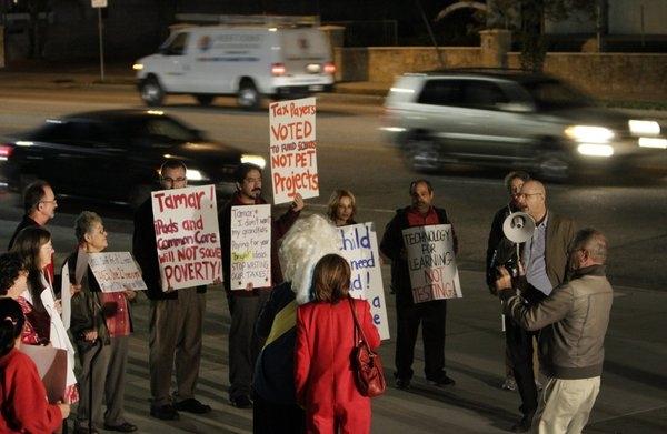 Учителя и родители выступают против iPad