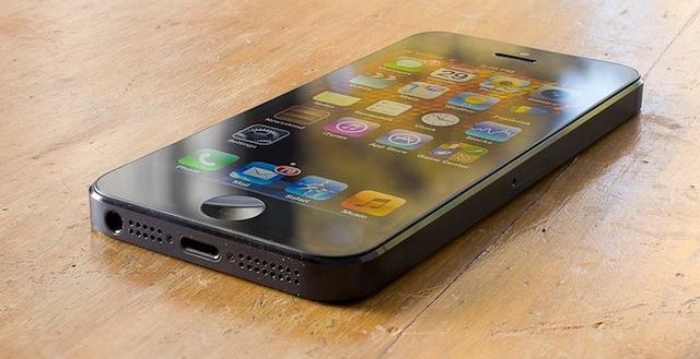 В Apple Store можно заменить дисплей iPhone за $149