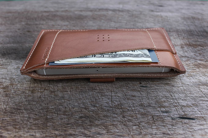 01-1-Posh-Craft-Classic-iPhone-Wallet
