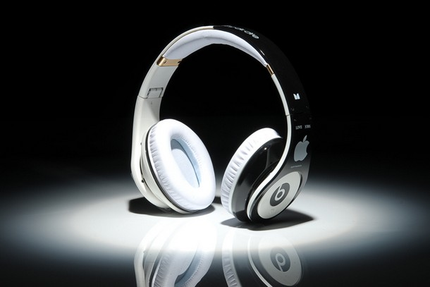 Beats-By-Dre-Studio-Apple-Steve-Jobs