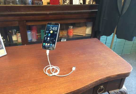 magic-phone-stand-3