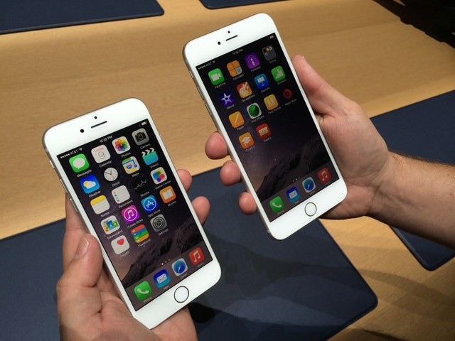 wpid-hands-on-photos-heres-a-close-look-at-the-iphone-6-and-iphone-6-plus2