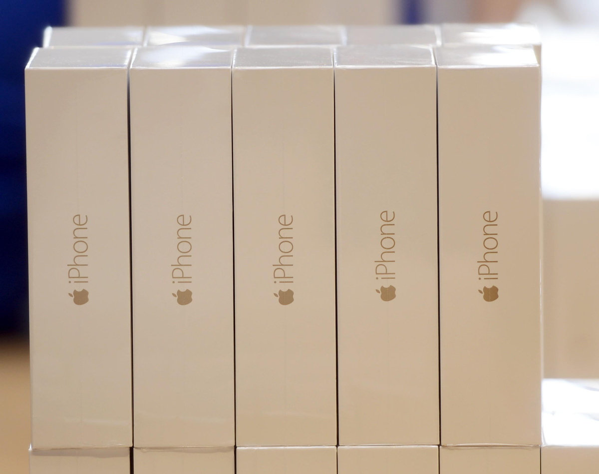 iPhone 6 and iPhone 6 Plus retail sales begin in Spain