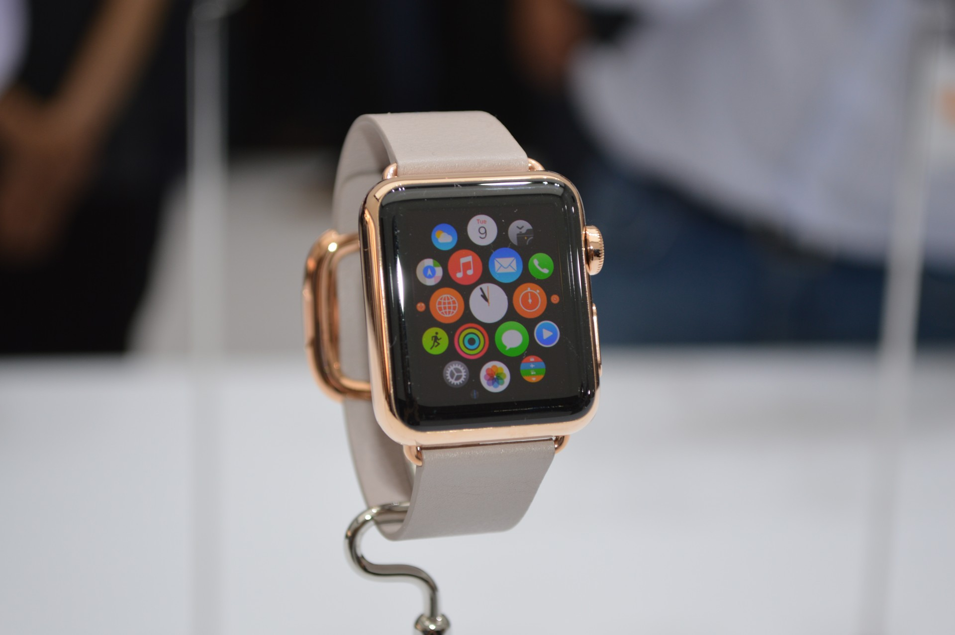 Computers___Apple_The_exclusive_design_of_Apple_Watch_090666_