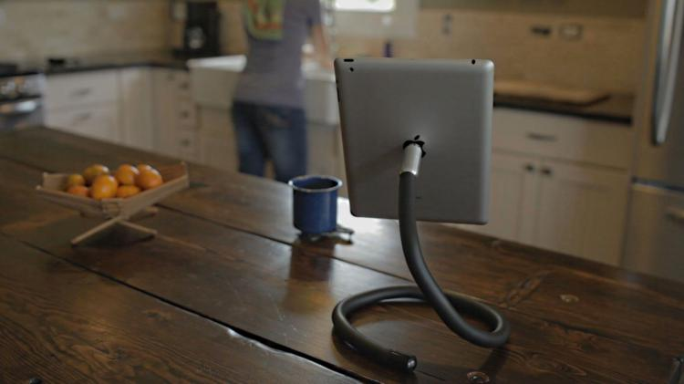 dundabunga-a-flexible-snake-like-mount-for-your-phone-or-tablet-97