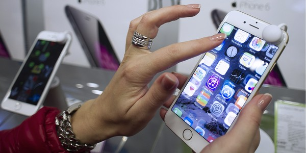 Apple launches iPhone 6 and iPhone 6 plus sales in Russia