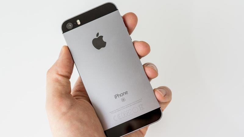 Из-за ошибки возник дефицит дисплеев для смартфона iPhone SE
