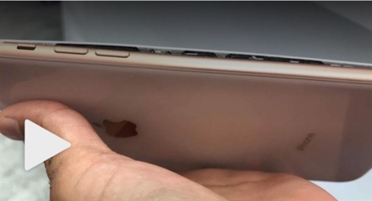 Новый iPhone 8 Plus взорвался вовремя зарядки