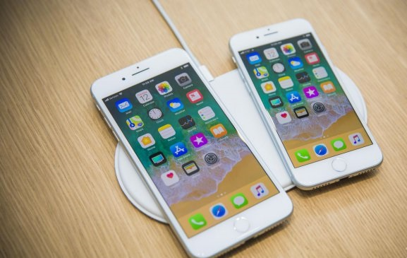 Презентация уже сегодня, а Apple не успела создать беспроводную зарядку