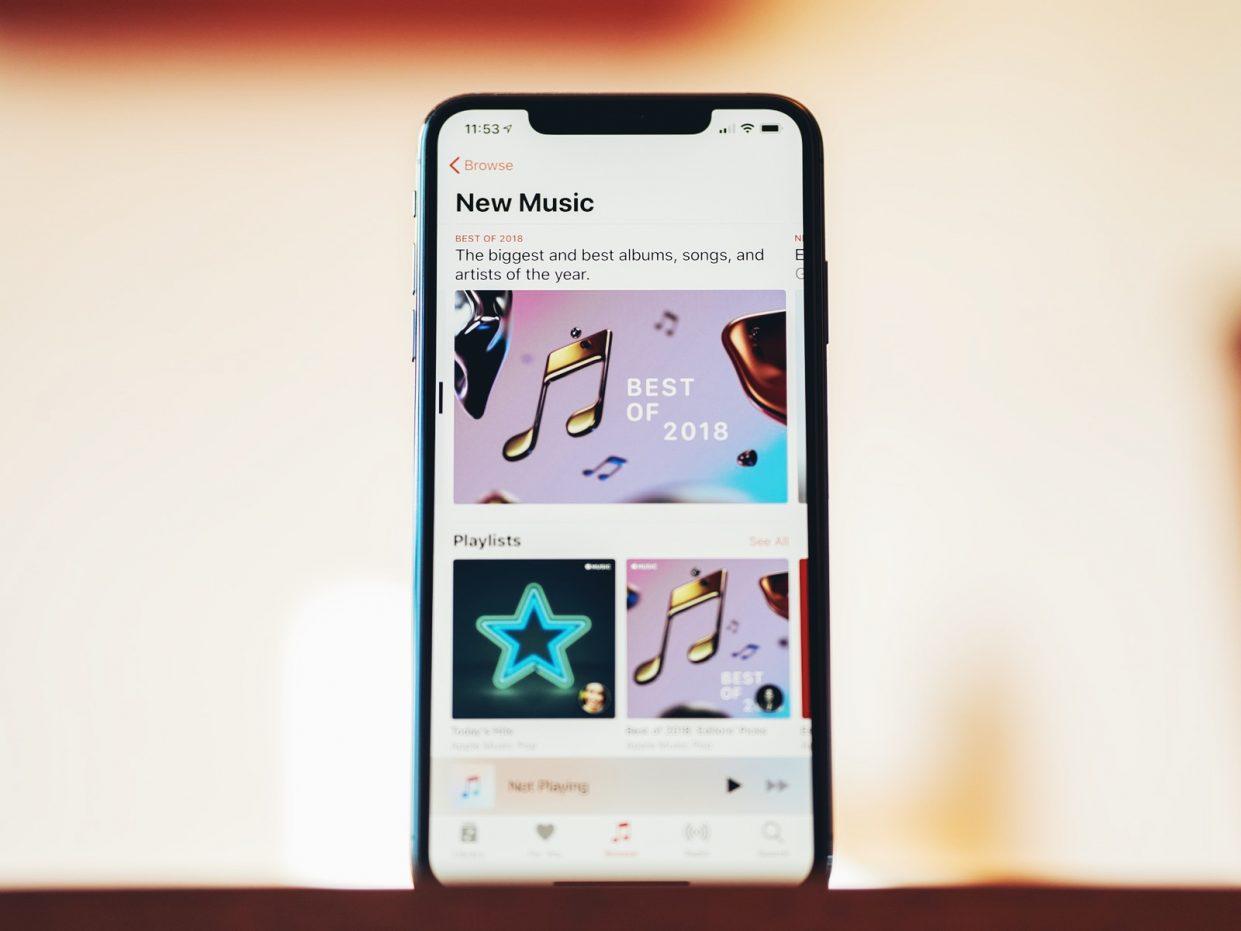 apple_music_december_2018_iphone_xs_max_hero2_1241x931