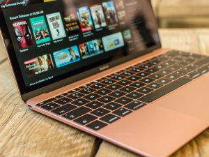 new_macbook_pink_lifestyle67_thumb1200_4-33