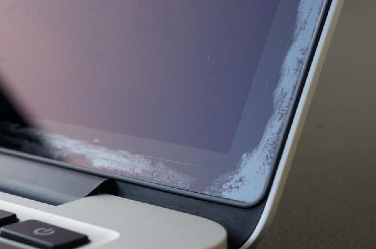 MacBook-Pro-anti-reflective-wearing-off