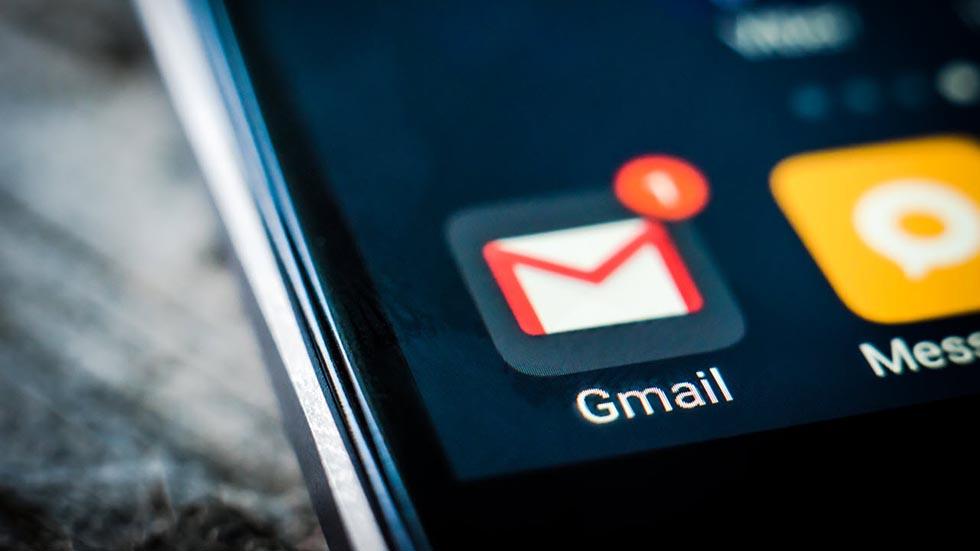 O-chudo-V-Gmail-dlya-iPhone-poyavlyaetsya-temnaya-tema.-Kak-vklyuchit-1