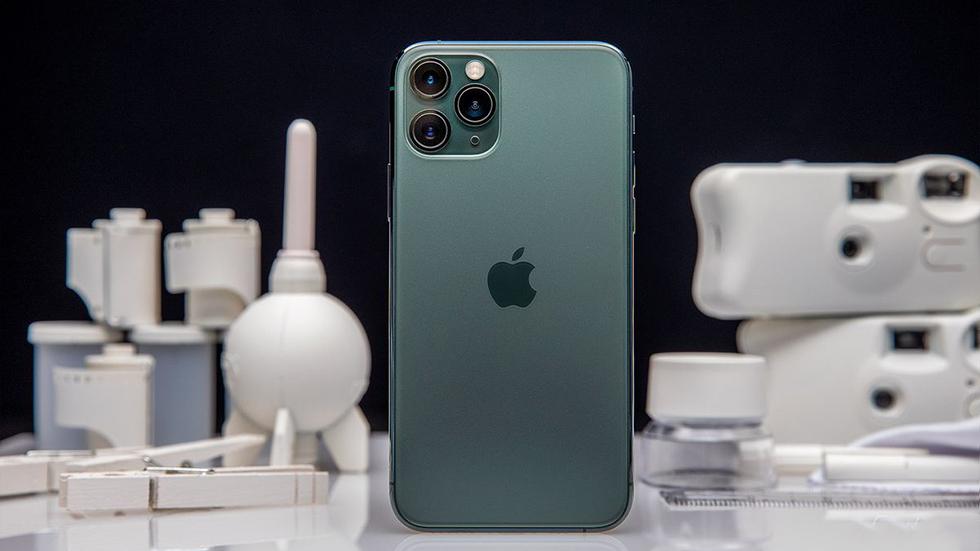 Pribyl-glavnogo-sborshhika-iPhone-rukhnula-na-90