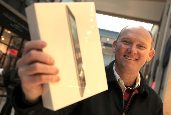 01/11/13 iPad Air launch in Grand Arcade