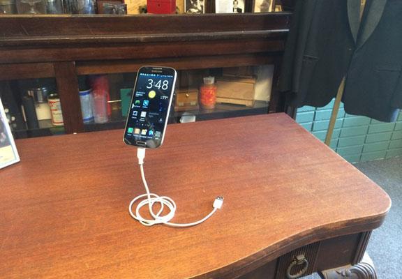 magic-phone-stand-3