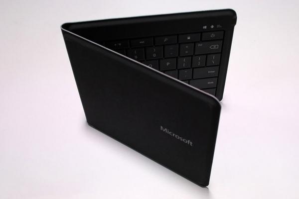 -Microsoft анонсировала складную клавиатуру для iPhone, iPad и Android-устройств
