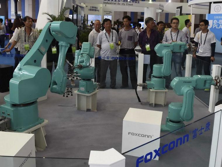 01-2-Foxconn-Robot