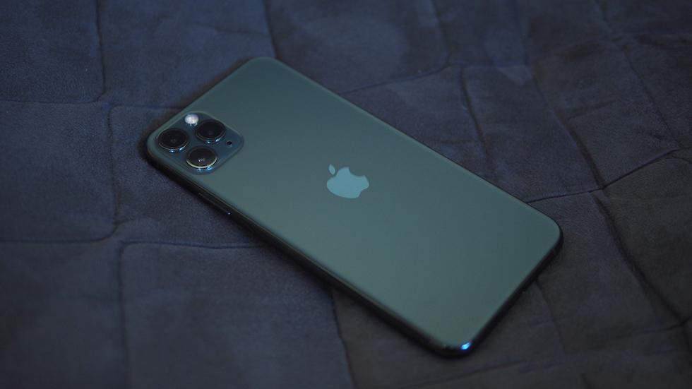 Kupil-iPhone-11-Pro-za-90-tysyach.-A-on-ne-obnovlyaetsya-1